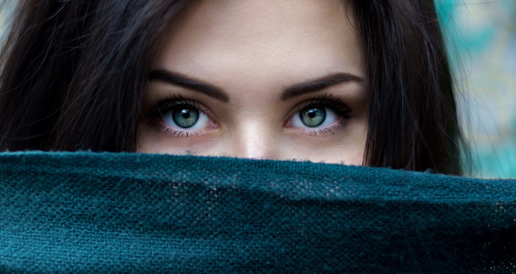 Eyebrows plucking : tips and method